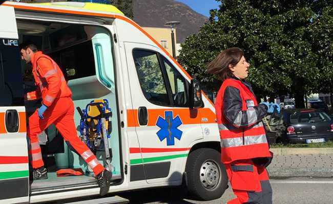 ambulanza sanitari emergenza