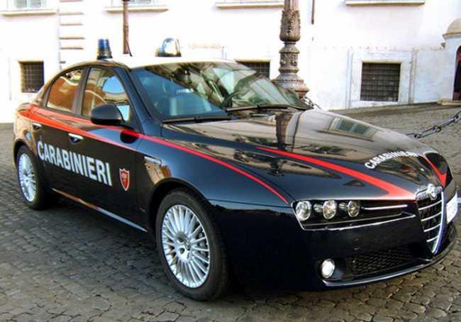 carabinieri auto palazzo