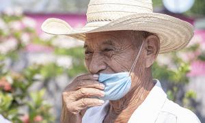 anziano mascherina