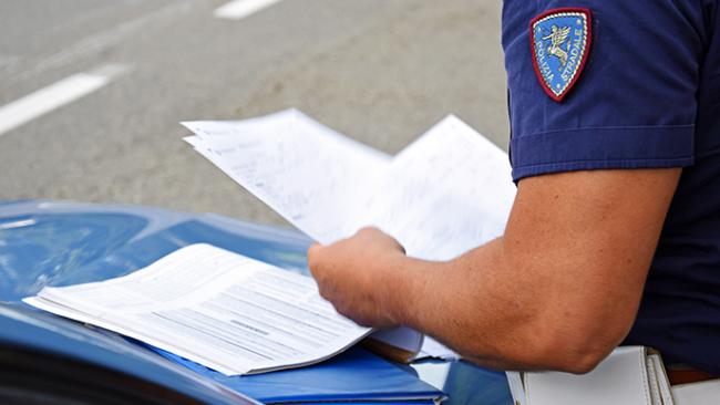 polizia cruscotto documenti multa