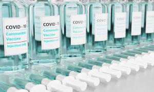 vaccini siringhe azzurro